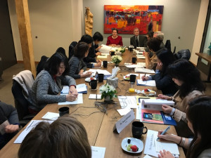 Kathy Root '84 and Bradley Lechman-Su facilitate meeting with Japanese delegates