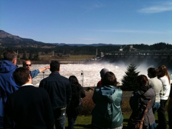 Prof. Rohlf leading field trip to Bonneville Dam in Columbia Gorge
